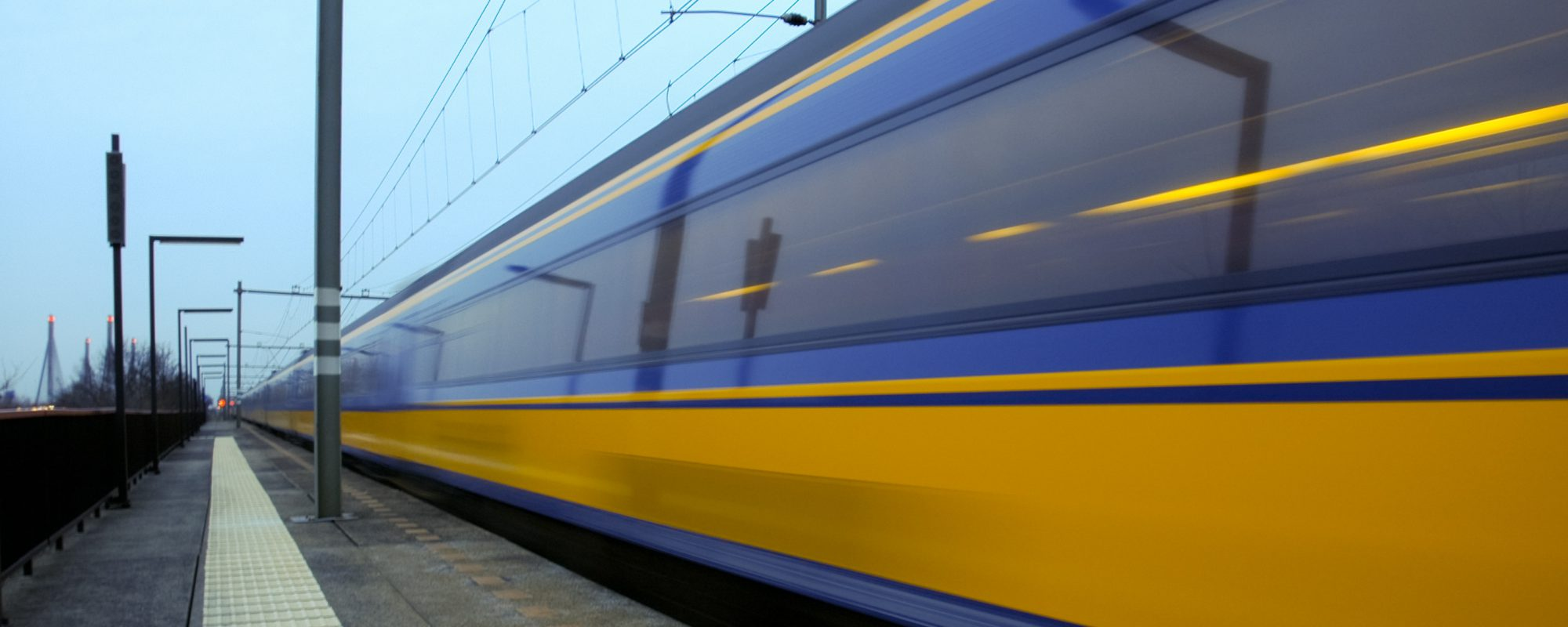 Cropped pp42300706 dutch intercity train